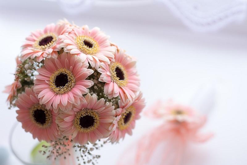 Kwiaty do sali na chrzciny