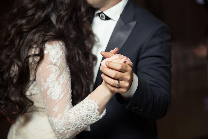 Wesele – pomysły na organizację przyjęcia weselnego. Jak wybrać menu i skąd wziąć inspiracje?